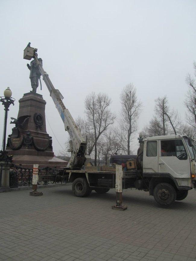 Аренда Автовышки участвует в весенней мойке памятников