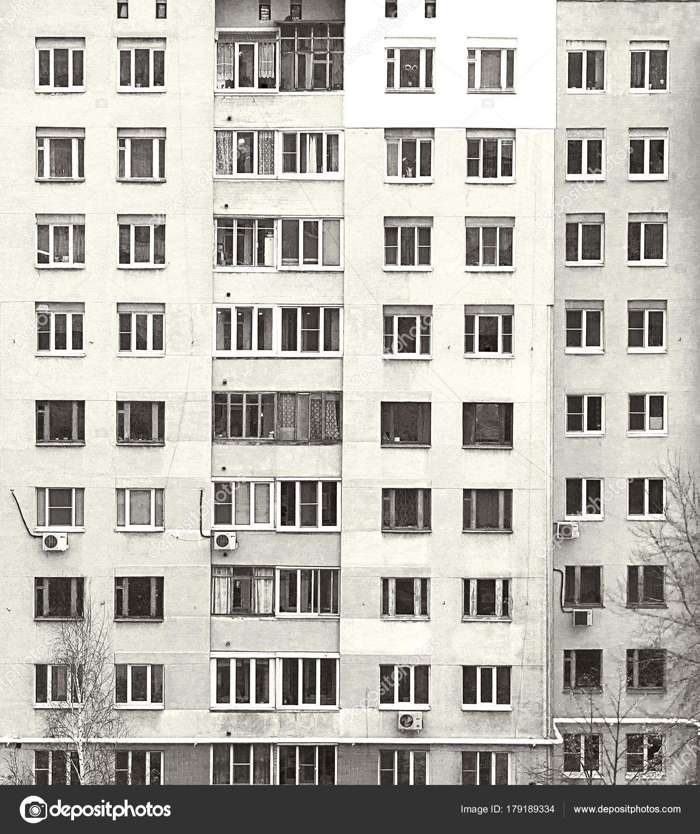 Наши автовышки помогли обновить многоэтажки на севере Москвы