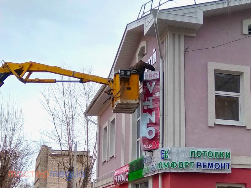 Аренда автовышки для ремонта фасада